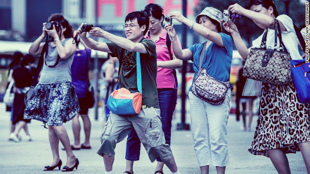 130517141050-china-tourists-hong-kong-camera-story-top